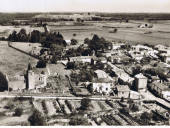 Vue du cimetière et de l' église